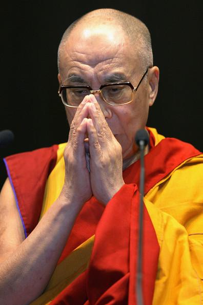 Sua Santità il Dalai Lama: Proseguire la pratica fino alla morte, meditare sule due bohicitta quella convenzionale e quella ultima, in questo processo ci si eleverà ad un livello grossolano della mente in modo di avere una rinascita favorevole la prossima vita.