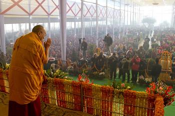 Sua Santità il Dalai Lama: Il buddhismo è basato sul sorgere dipendente e sulla condotta etica della pratica della non violenza e di non danneggiare gli altri.