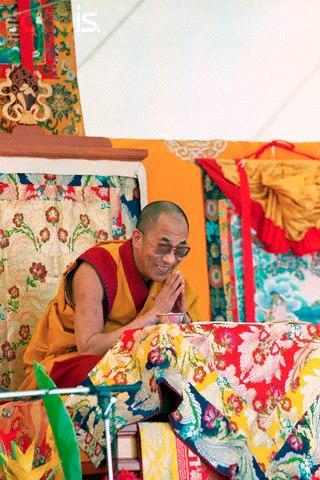 Sua Santità il Dalai Lama: Nel più alto Tantra Yoga si rimarca più enfasi sul rispetto per la donna. Nei quattordici principali voti tantrici radice, c'è il voto di non disprezzare le donne, ma se si disprezzano gli uomini non si sta rompendo quel voto.