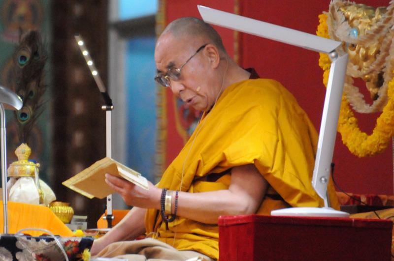 Sua Santità il Dalai Lama: La liberazione è il conseguimento finale dall'affrancamento dalle emozioni distruttive. Inoltre proprio perché non pervadono la mente, ma semmai la velano, queste emozioni negative possono essere eliminate.