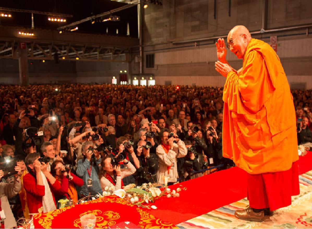 Sua Santità il Dalai Lama: La saggezza che comprende la natura ultima diventa l'antidoto alle oscurazioni distruttive.
