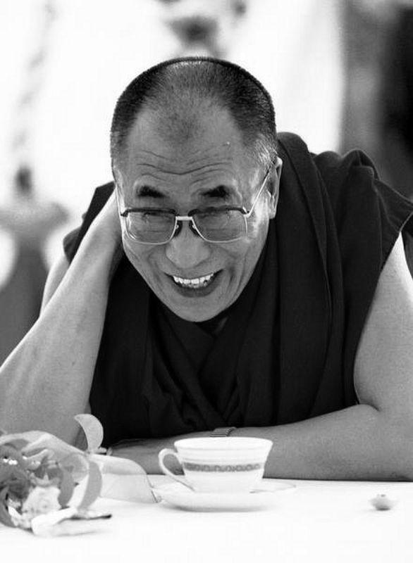 Sua Santità il Dalai Lama: Senza alcun dubbio, limitandoci a cambiare il nostro modo di vedere le cose potremmo ridurre le nostre difficoltà attuali ed evitare di crearne di nuove.