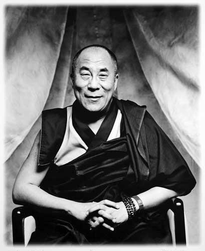Sua Santità il Dalai Lama: La felicità interiore non è soggetta alle circostanze materiali o all'appagamento dei sensi.