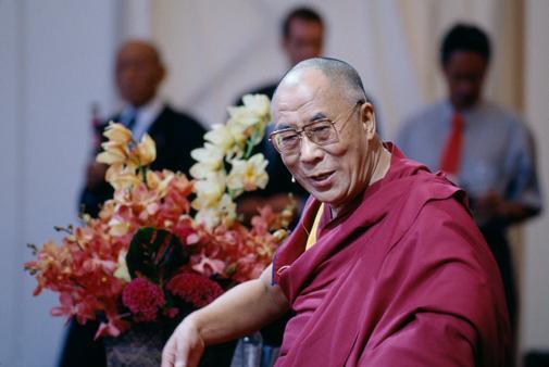 Sua Santità il Dalai Lama: Quando vivete insieme, riflettete sulle responsabilità create dalla vita comune. Una famiglia è una cosa seria. Fate di tutto per renderla felice, provvedere alle sue necessità, educare i figli e assicurare loro la felicità futura.