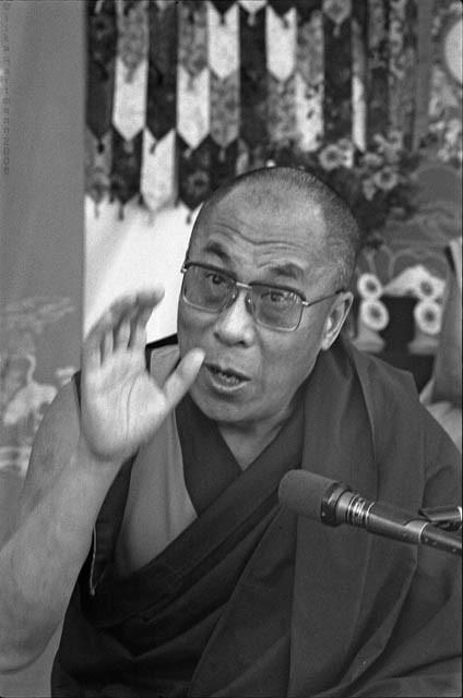 """Sua Santità il Dalai Lama: """"Il compito degli scienziati non è soltanto quello di ricercare. È anche quello di informare, o la ricerca non ha senso."""""""