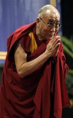 Sua Santità il Dalai Lama: Non dovreste sentirvi imbarazzati a pregare a mani giunte.