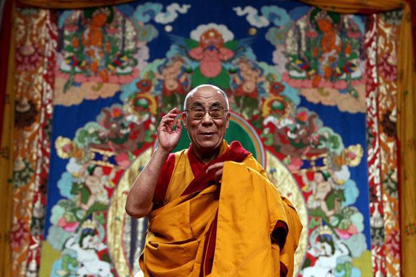 Sua Santità il Dalai Lama: Dopo aver neutralizzato con successo l'emotività della mente e ottenuto un ragionevole livello di calma, vi dovrete impegnare nella pratica della presa di rifugio e generare l'aspirazione altruistica a raggiungere la piena Illuminazione per il beneficio di tutti gli esseri senzienti.