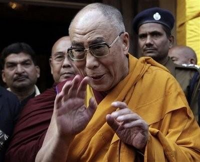 Sua Santità il Dalai Lama: L'educazione, il sostegno degli altri e la lucida analisi degli effetti negativi delle droghe possono aiutarvi a trovare la forza necessaria per reagire, invece di cercare in tempi brevi una felicità fittizia.