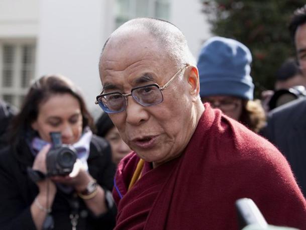 """Sua Santità il Dalai Lama: L'unico atteggiamento combattivo accettabile è quello di riconoscere i propri talenti e di lavorare con incrollabile determinazione dicendosi: """"Io sono capace quanto gli altri, ce la farò anche se nessuno mi aiuta""""."""