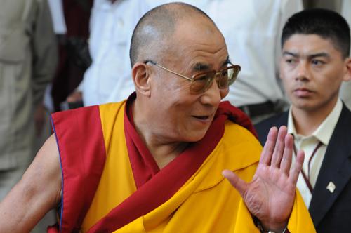 Sua Santità il Dalai Lama: Tutti sanno che il senso di solitudine non è né utile né piacevole.