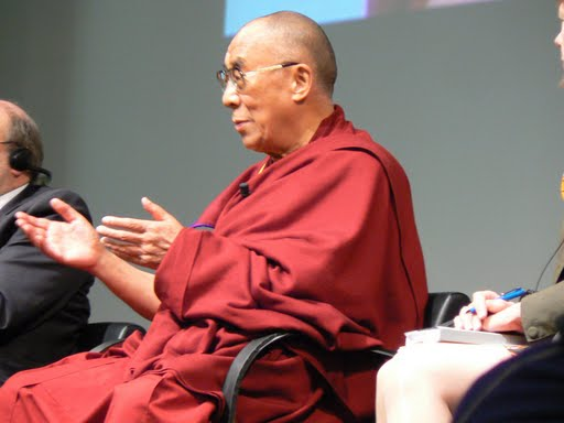 Sua Santità il Dalai Lama: Siate consapevoli che il mondo è fatto di cose buone e cattive e ciò che noi recepiamo come realtà è in larga misura un parto del nostro spirito.