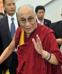 Sua Santità il Dalai Lama: dedicate i meriti accumulati affinché possiate raggiungere il vostro scopo e aiutare tutti gli esseri.