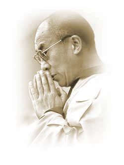 Sua Santità il Dalai Lama: Se potete unire queste pratiche con il processo del respiro – immaginando di ricevere quando inspirate e di dare quando espirate, sarete in grado di impegnarvi in una potente pratica che vi consentirà di prendere il forte impegno di agire come un bodhisattva.
