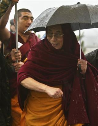 Sua Santità il Dalai Lama:Dovremmo pensare: Perché vago in questo ciclo di esistenze tormentato da ogni genere di sofferenze?