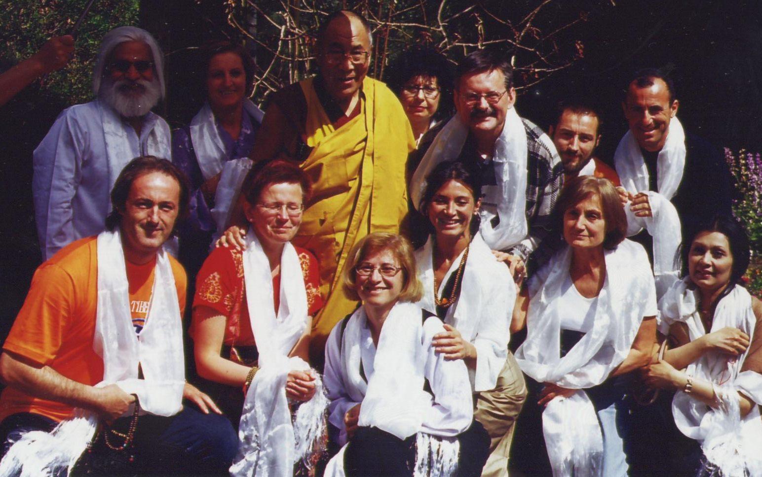 Luciano Villa e Graziella Romania in udienza da Sua santità il Dalai Lama col gruppo del Centro Studi Tibetano Sangye Cioeling