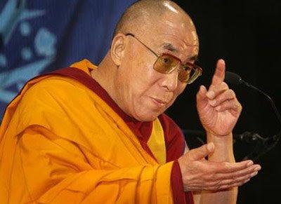Sua Santità il Dalai Lama: Gli oggetti fisici che noi percepiamo come reali non hanno un'esistenza oggettiva, sono proiezioni della mente.