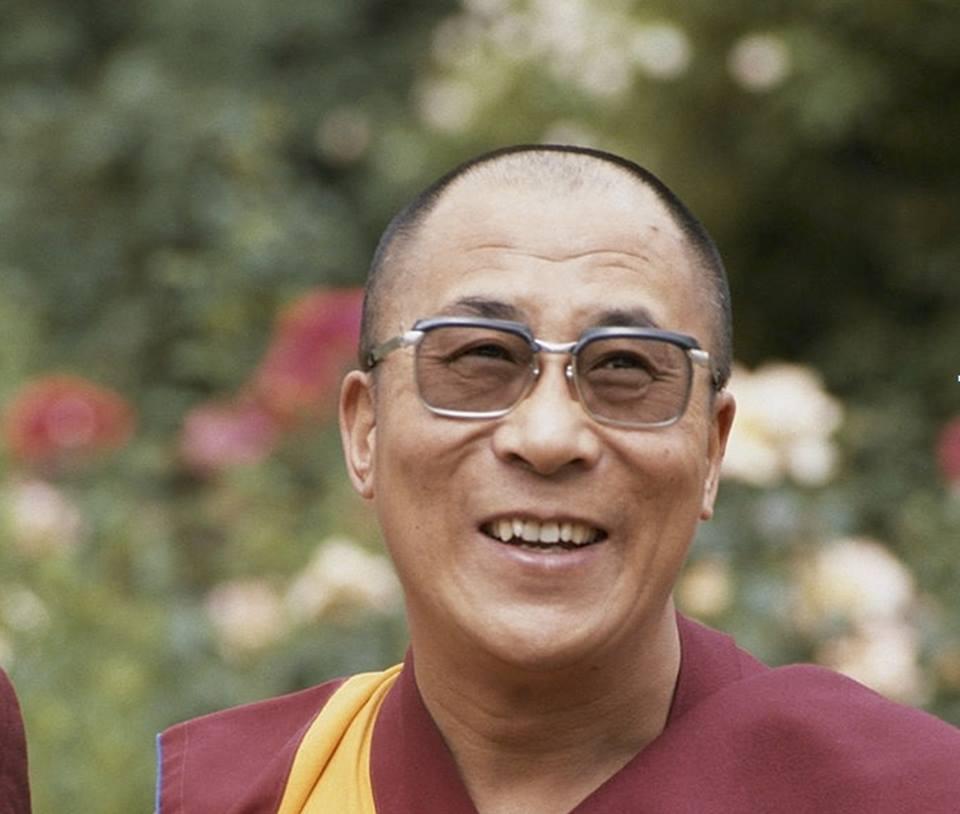 Sua Santità il Dalai Lama: Mentre ci si addestra sul sentiero dei bodhisattva, ciò che ci ostacola è l'egocentrismo e il credere nel sè (nell'esistenza inerente della persona e dei fenomeni), con l'attaccamento e l'avversione che derivano da questo.
