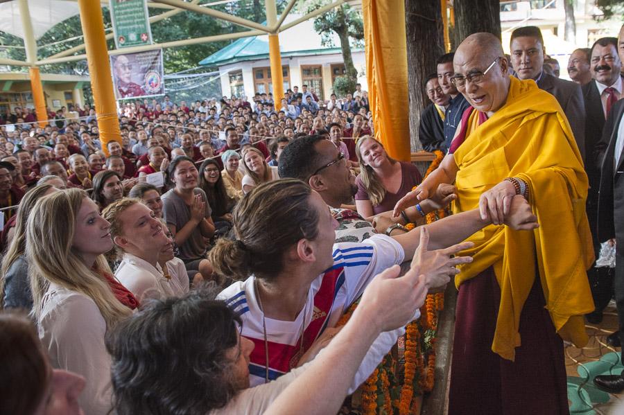 Sua Santità il Dalai Lama: Ognuno dei sette miliardi di esseri che vivono su questo mondo ha la capacità di eliminare le sofferenze presenti nella sua mente.