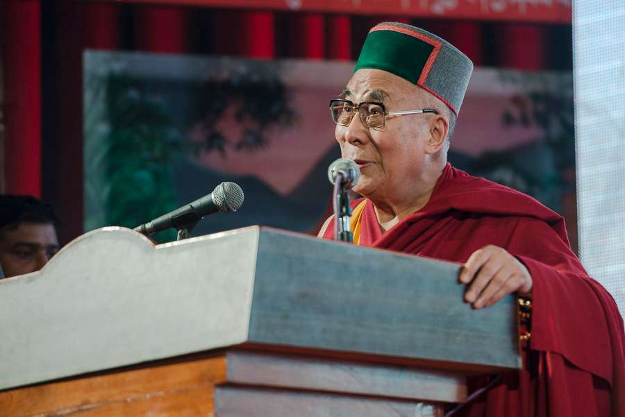 """Sua Santità il Dalai Lama: Noi tutti facciamo parte dell'umanità ed è quindi certamente appropriato sviluppare un senso di """"responsabilità universale""""."""
