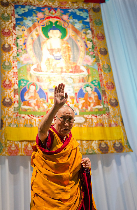 Sua Santità il XIV Dalai Lama: Personalmente, fin da piccolo, sono stato attratto dalla scienza e considero gli scienziati dei ricercatori della realtà.