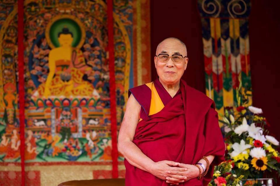 Sua Santità il Dalai Lama: La saggezza che mira all'illuminazione, ovvero la visione che realizza la vacuità, ha la capacità di purificare tutte le afflizioni e anche le loro impronte.