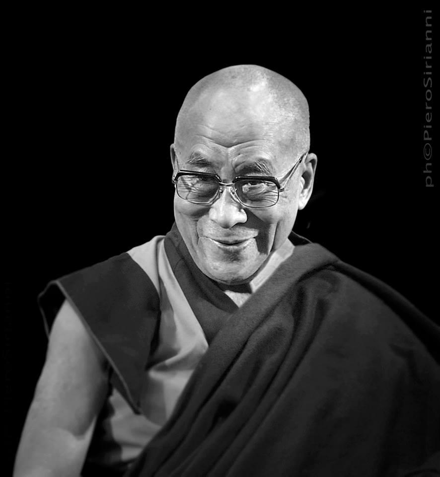Sua Santità il Dalai Lama: Affinché una pratica sia veramente buddhista, come prerequisito minimo, deve essere compiuta con la mente della rinuncia, ovvero il forte interesse ad ottenere la liberazione dall'esistenza ciclica.