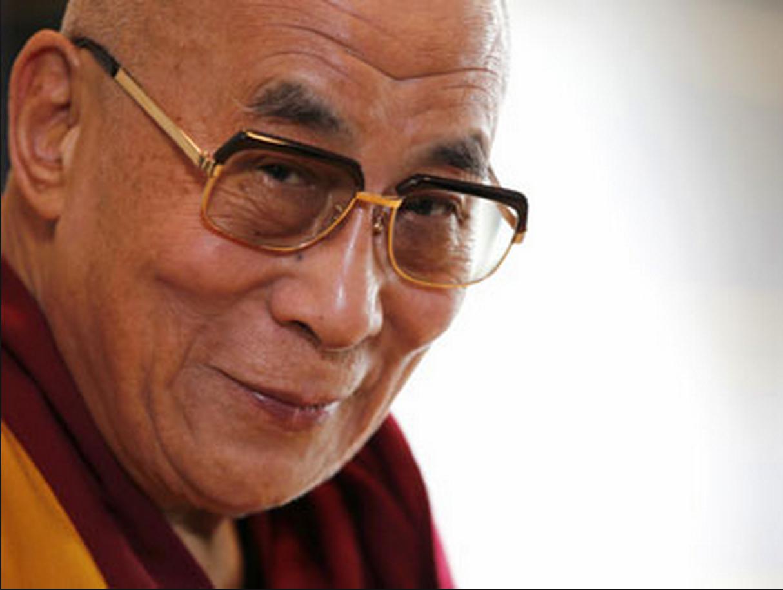 Sua Santità il XIV Dalai Lama: Quando recitiamo nelle nostre preghiere dovremmo cercare di fare del nostro meglio per beneficare il mondo, dovremmoagire per 'il bene di tutti gli esseri senzienti'.