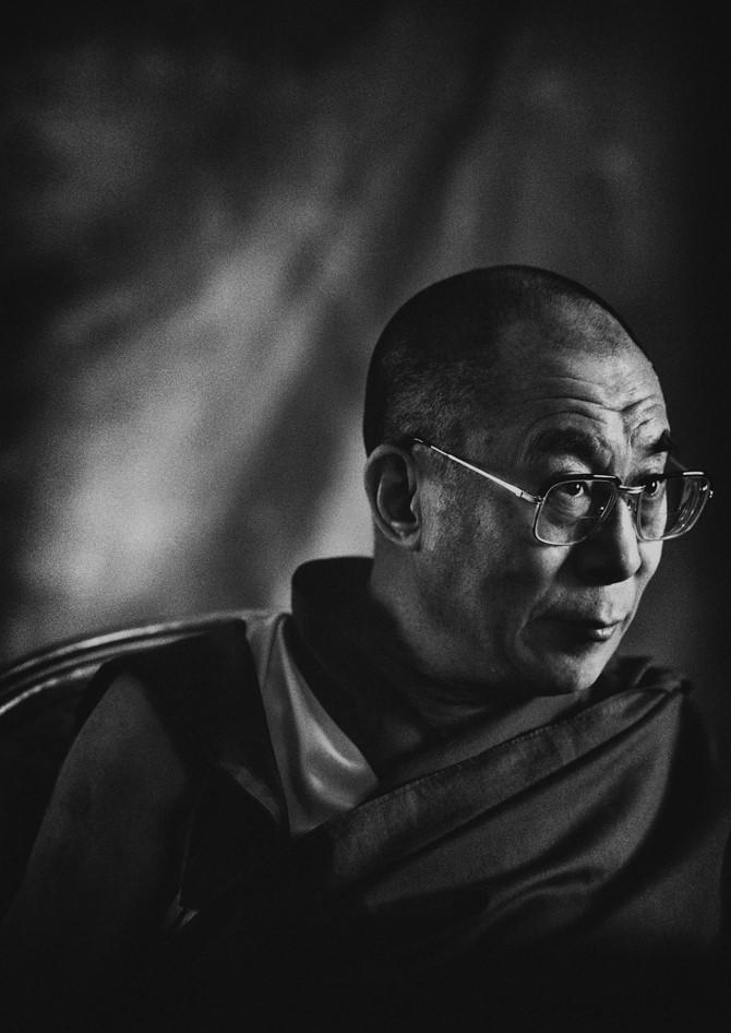 Sua Santità il Dalai Lama: Alcuni studiosi moderni descrivono il buddhismo più come una scienza della mente che una religione, e mi pare che esistano validi motivi per fare una simile affermazione.