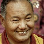 """Lama Yesce: Se la nostra mente è ristretta ed ipersensibile, anche la più piccola briciola può farci indietreggiare: """"io non voglio quella briciola!"""" Questo non è il modo di agire del praticante di Dharma."""