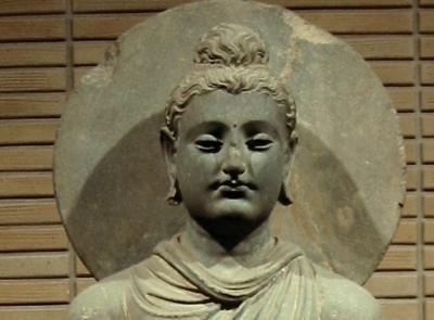 Budddha: Gli esseri presi da false opinioni, dalla mente confusa e vittime di una falsa percezione, percepiscono nel non permanente il permanente, nel dolore il piacere, nel non sé il sé, nell'impuro il puro!