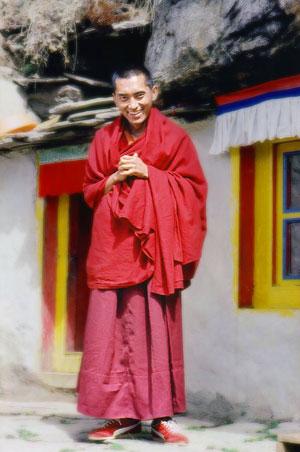 """lama Zopa: """"Le qualificazioni necessarie per insegnare il sentiero del Piccolo Veicolo sono l'aver realizzato i tre addestramenti superiori: moralità, concentrazione e saggezza."""