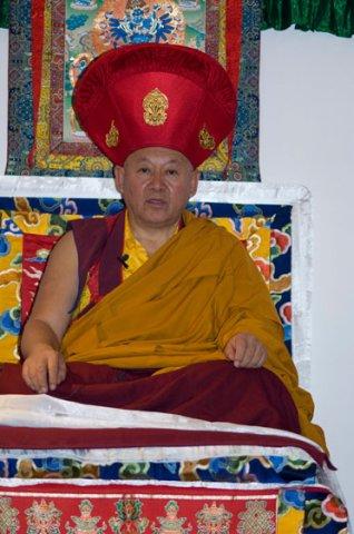 Sua Santità Drikung Kyabgon Chetsang Rinpoche: Questa è la procedura Mahamudra che vi raccomando quando vi alzate al mattino prima di qualsiasi preghiera o meditazione.