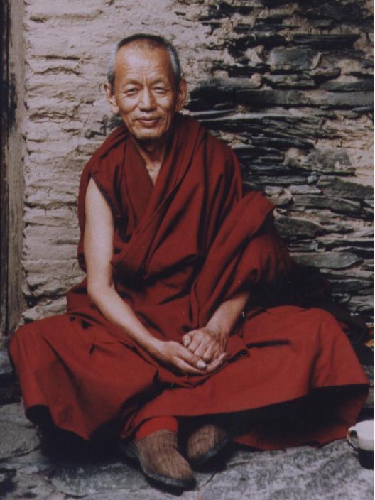Il ven. Ghesce Yesce Tobten nel suo eremo a Boll Dharamsala India