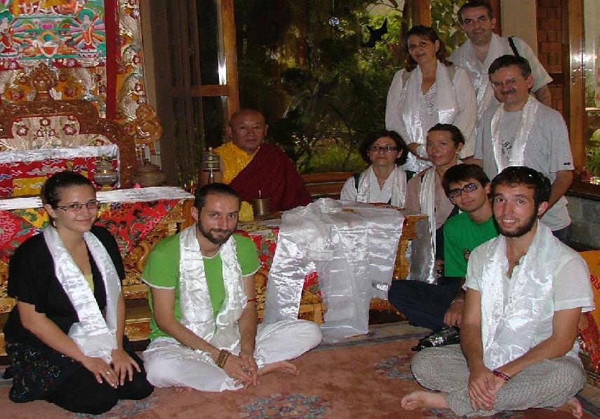 Sua Santità Drikung Kyabgon Chetsang Rinpoche riceve in udienza per la prima volta la delegazione del Centro Studi Tibetani Sangye Cioeling