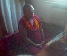 Il Ven Ghesce Ciampa Ghiatso in meditazione.