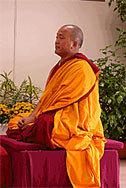 Ven. Ghesce Tenzin Tenphel: Siamo noi i creatori della nostra pace e felicità.