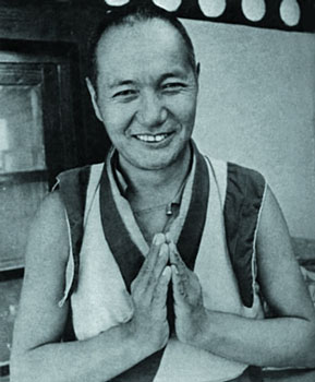 """Lama Yesce: """"Una sola persona che segue sinceramente il sentiero della pace interiore è più preziosa di una massa di esseri confusi...""""."""