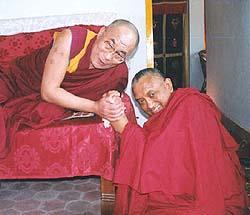 Possa Lama Zopa Rinpoce, detentore perfetto della dottrina di Buddha avere una vita stabile e le sue attività illuminate espandersi in ogni luogo.