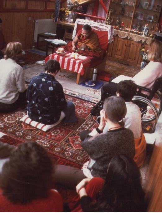 Ghesce Ciampa Ghiatso: La stabilizzazione meditativa ci porta ad applicarci con impegno, ci porta alla perseveranza. Impegnarci nella meditazione concentrata univocamente su un oggetto porta benessere e felicità mentale, la nostra mente diventa più ferma e stabile.
