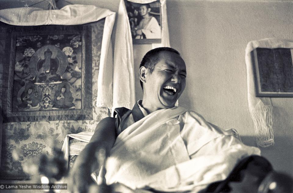Lama Yesce: Bisogna sedersi e contemplare la natura della propria mente e prenderci cura di essa iniziando ad avere una sempre maggiore consapevolezza.