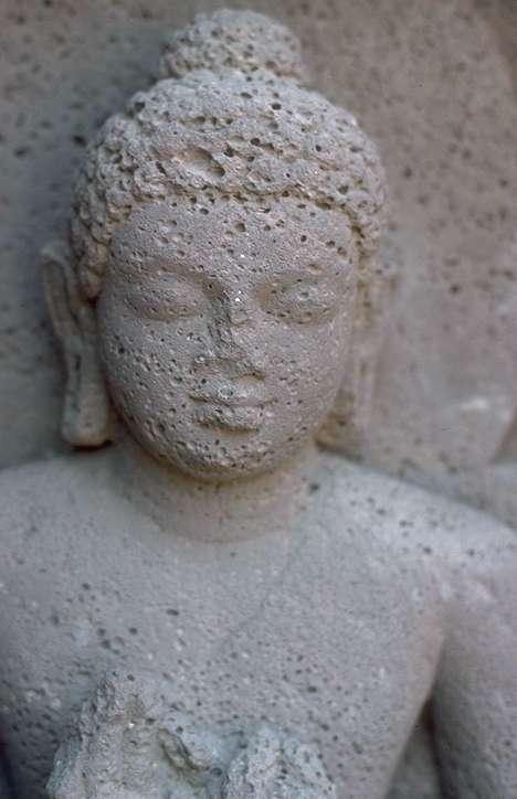 Il Buddha insegnò svariati metodi ed essi funzionano tutti armoniosamente per aiutare un ampio spettro di diversi tipi di persone. Perciò è importante il rispetto di tutte le tradizioni in entrambi i casi: nell'ambito del Buddismo e tra le religioni del mondo.