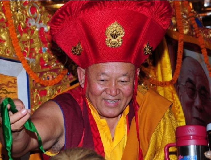 Sua Santità Drikung Kyabgon Chetsang Rinpoche: Quando realizziamo la chiara luce della realtà, tutte le macchie scompaiono completamente senza lasciare alcun residuo nella mente.