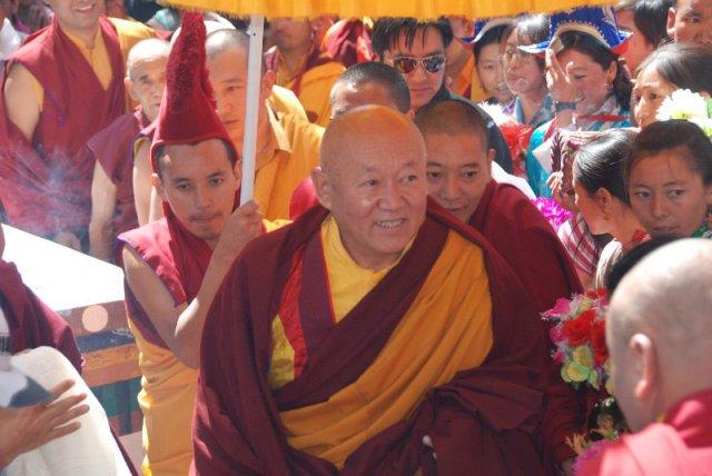 Sua Santità Drikung Kyabgon Chetsang Rinpoche: I praticanti commettono anche l'errore di separare la loro pratica dal resto della loro vita. Questo è un grande errore.