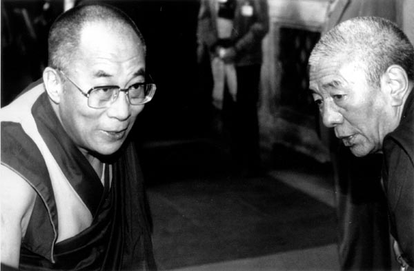 Sua Santità il Dalai Lama col Ven. Gheshe Sonam Chanciub