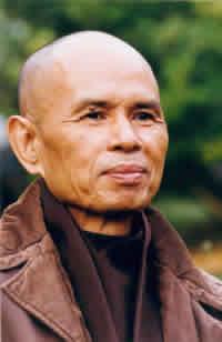 Thich Nhat Hanh: Non avrebbe nessun significato se ci prostrassimo ai nostri antenati senza però perdonare i nostri fratelli e sorelle. Nella Bibbia si ritrova lo stesso insegnamento.