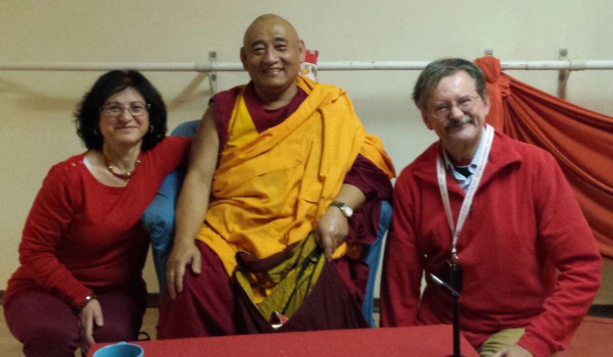 Ven. Ghesce Thubten Dargye, il Dr. Luciano Villa e Graziella Romania