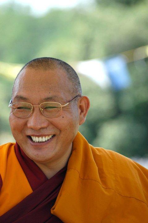 Ven. Dagri Rinpoche: La mente distratta, non introspettiva, fa sì che tutto avvenga a nostra insaputa, mentre dovremmo osservare con maggiore consapevolezza ciò che facciamo, pensiamo.