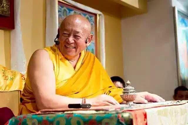 His Holiness The Drikung Kyabgön, Chetsang Rinpoche: These are some of the relative benefits you acquired by taking refuge this morning.