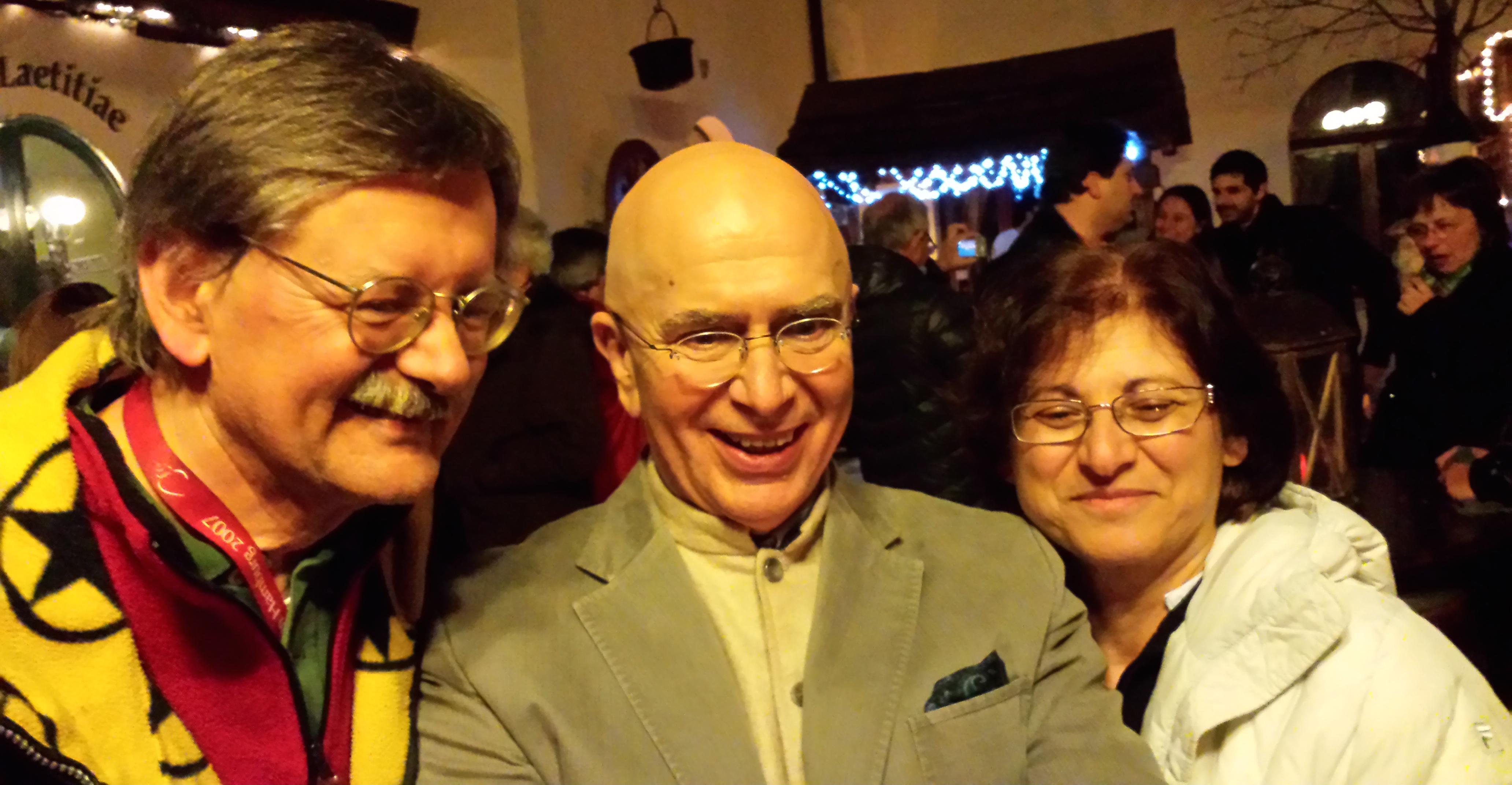 Lama Denys Rinpoce col Dott. Luciano Villa e Graziella Romania.