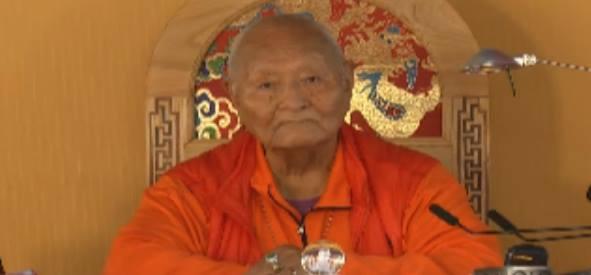 Namkhai Norbu Rinpoche: Se riuscite a mantenere la presenza durante il giorno potete anche vedere tutto quello che succede come un sogno, ciò aiuta ad avere sogni lucidi la notte.